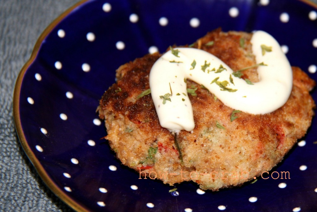 Easy crab cakes with some aioli sauce on top.